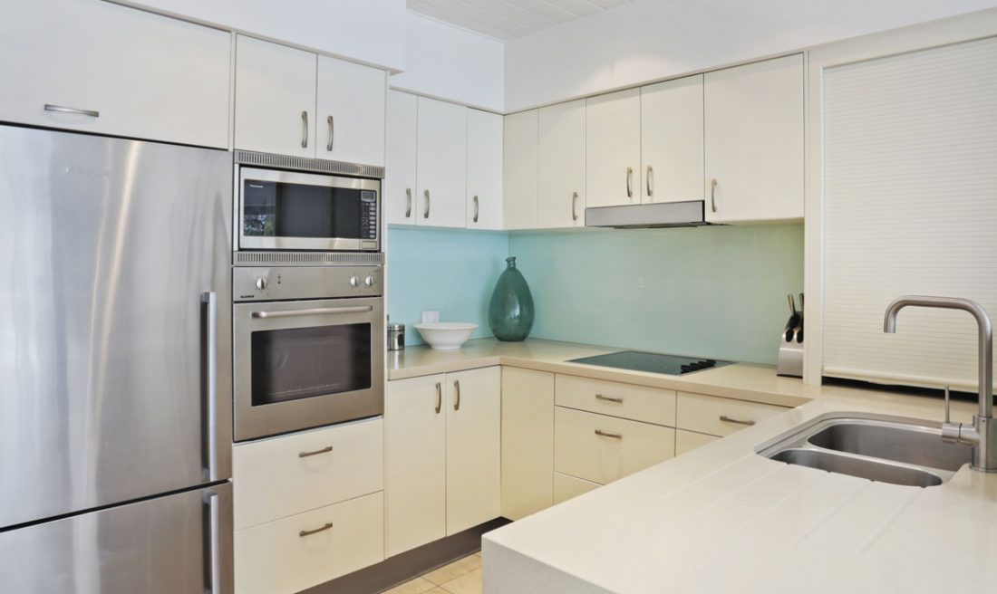 Kitchen-Little-Cove-Court-Apartment-10