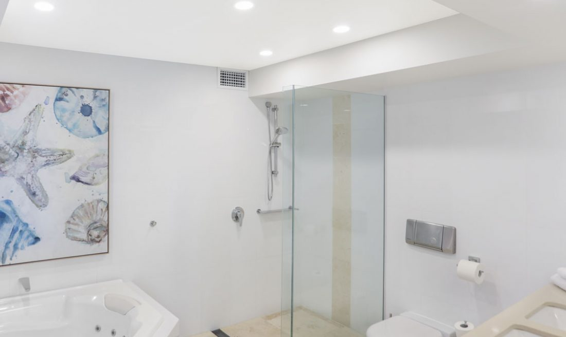 Bathroom-Little-Cove-Court-Apartment-4