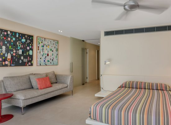 Little Cove Court Apartment 6 bedroom double room and lounge