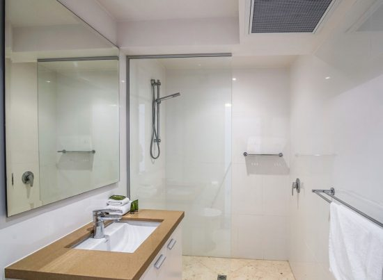 Bathroom-Little-Cove-Court-Apartment-9