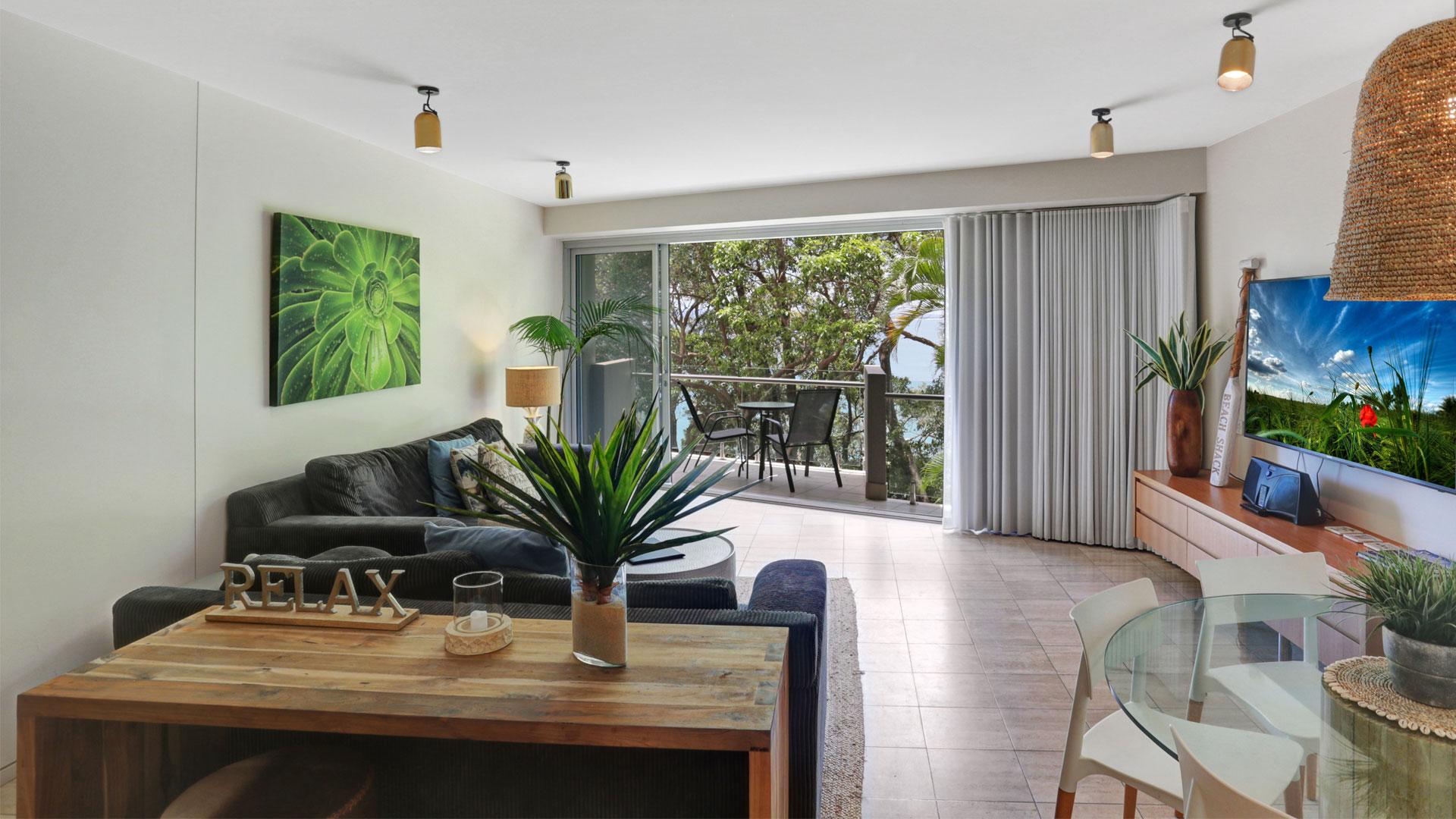 Little Cove Court Apartment 11 loungeroom