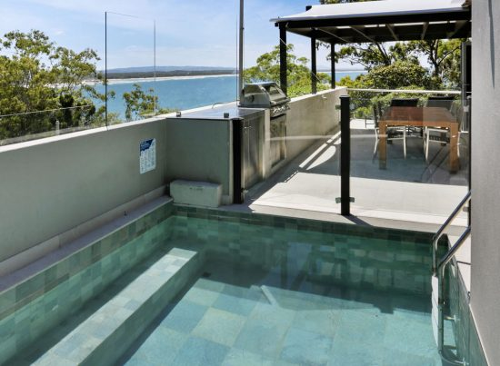 Little Cove Court Apartment 12 private pool