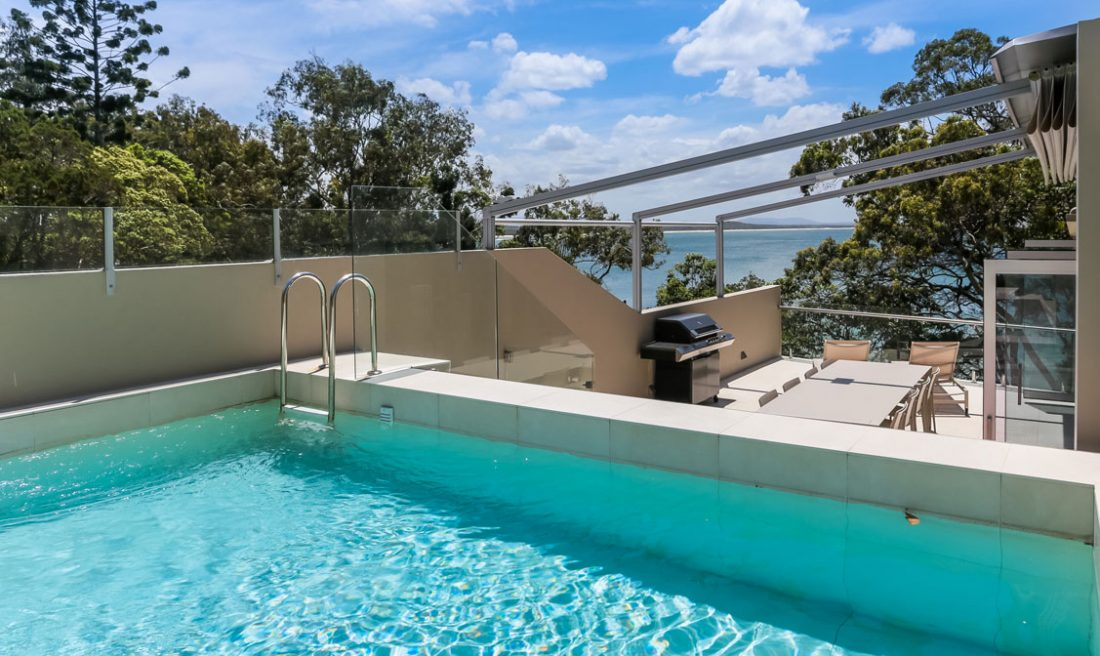 Noosa pen - view of pool, deck and sea thouses